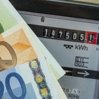 Luce e gas: quasi 1 italiano su 2 paga ancora con il bollettino