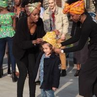 Afro Fashion Week. Fra moda e multiculturalità un bambino incanta tutti al castello sforzesco di Milano.