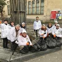 I volontari di Scientology danno una mano ai sobborghi di Parigi