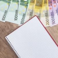 Consumi: gli italiani tracciano ancora le spese con l'agenda cartacea