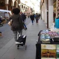 Consegna gratuita di materiale informativo presso i locali pubblici di Padova