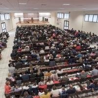"""Italieni, austriaci și români uniți la Congresul Martorilor lui Iehova  """"Să nu renunțăm să împlinim Legea lui Cristos"""""""