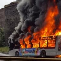 Roma, Autobus ATAC a fuoco in pieno Centro