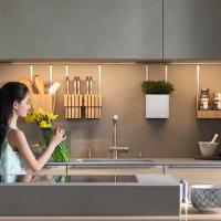 Superfici naturali e soluzioni su misura: la cucina di TEAM 7 al centro della casa