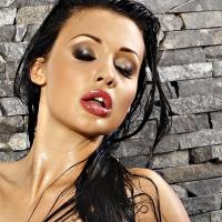 Aletta Ocean la star del porno americano testimonial della linea di profilattici Enjoy firmati Andrea Ubbiali