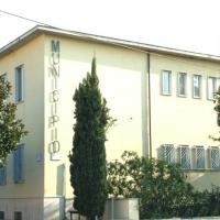 Mariglianella Completato il potenziamento dell'area esterna della Scuola Primaria di Via Materdomini con palco, sipario e illuminazione.