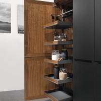 Dentro l'armadio: le nuove proposte salvaspazio di TEAM 7 per una cucina sempre in ordine