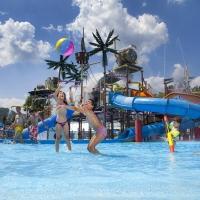 Famiglia in vacanza al parco divertimenti… termale!