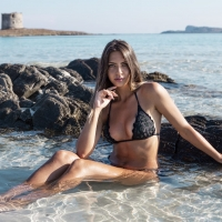 Marta Delogu interpreta la Beachwear Collection 2018 di Eles Italia