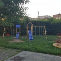 - Mariglianella Installazione di nuove giostrine della Scuola dell'Infanzia.