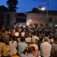 """""""Il Piave Mormorava"""": la voce di Enrico Nadai, con la Piccola Orchestra Veneta, incanta il """"Borgo Malanotte"""" (Vazzola – Tv)"""