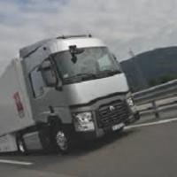 Trasporto su gomma hi-tech: a settembre Renault lancia i nuovi tir elettrici