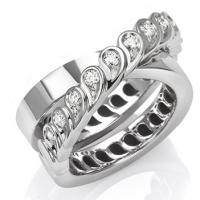 Segreti di Mu celebra la nascita di una nuova vita con l'anello a intreccio in oro e diamanti.