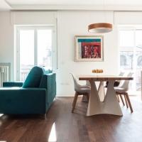 Casa AB by m12 AD: un'alternanza di lucido e opaco, di colori caldi e riflessi metallici per un appartamento studiato come uno scrigno