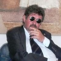 FRANCO FERRAGATTA – OSSERVA IL MONDO CON SGUARDO DISINCANTATO E LO  RAPPRESENTA CON SPIRITO FANTASTICO E VISIONARIO.