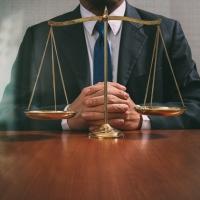 Se la bocciatura a scuola arriva dinanzi ai Giudici: la dura verità di provare a far rispettare le leggi. Anche se non piace.