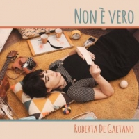 """Roberta De Gaetano: """"Non è vero"""" è il singolo d'esordio della finalista del Premio Bianca d'Aponte 2018"""