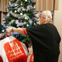 Natale per tutti con un gesto di solidarietà  - consegnati oltre 200 borsoni famiglia