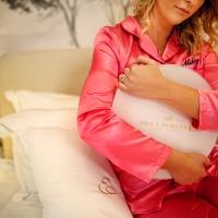 Sete fruscianti e ricami preziosi. È il pigiama il protagonista del più coinvolgente format per festeggiare ogni ricorrenza!