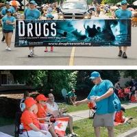 Alla parata del Canada Day i volontari di Drug-Free World informano i giovani sulla droga