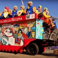 Il carro da getto del Carnevale di Ivrea dipinto dall'artista Siviglia