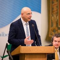 UN CANDIDATO AL NOBEL PER LA PACE AL PREMIO NAZIONALE ALBEROANDRONICO.