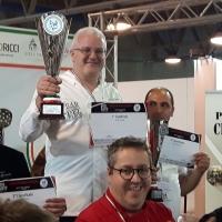 Francesco Modugno con la pizza Adamus si aggiudica il primo posto al Campionato internazionale di pizza italiana