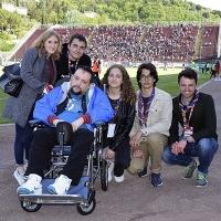 Un ospite della Casa Pia a bordo campo con gli scout per tifare Arezzo