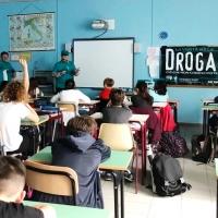l'Istituto Comprensivo Giovanni Pascoli di Barga informa i propri studenti sui pericoli delle droghe