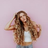 Abbigliamento estate donna: non rinunciare al lusso
