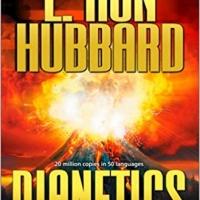 I volontari di Scientology promuovono il primo libro di L. Ron Hubbard: Dianetics