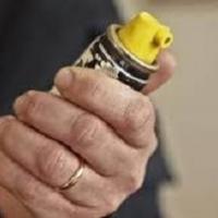 Difendersi con lo spray peperoncino: quando a farlo (e con successo) sono gli anziani