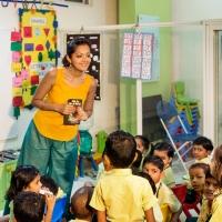 Un' attrice indiana attraversa i confini per insegnare i diritti umani