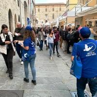 Anche a Perugia arrivano opuscoli gratuiti dal titolo Che cosa sono i diritti umani?