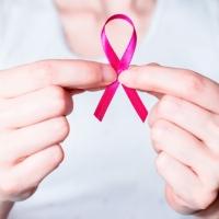 Tumore al seno e mutazioni BRCA: la decisione di Angelina Jolie