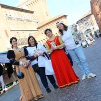 A Ferrara grande interesse del pubblico per gli opuscoli 'La via della felicità'