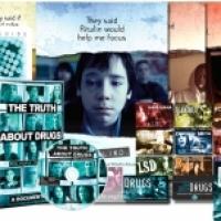 Informazioni sui pericoli delle droghe attraverso distribuzioni di opuscoli verità