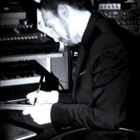 Luca Maris: Intraprendente e carismatico artista tra musica popolare e spiritualità