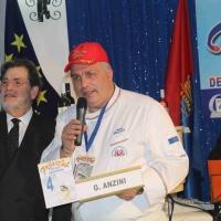 Lo chef napoletano  Gianfranco Anzini   vince a Gallipoli  la XX  edizione del Festival Italiano della Cucina con la Cozza tarantina