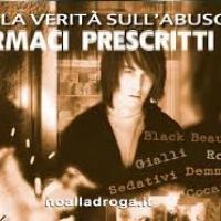 """Distribuiti opuscoli informativi """"La Verità sull'abuso di Farmaci Prescritti"""" nei negozi del centro di Lucca."""
