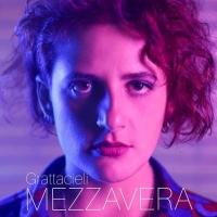 """Mezzavera: anticipando l'album d'esordio in uscita a gennaio 2020 è """"Grattacieli"""" il nuovo singolo della giovane cantautrice romana"""