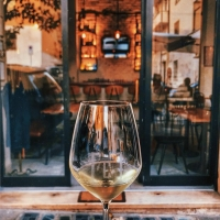 """""""Crash Wine Delivery"""": l'eccellenza enologica a domicilio con sommelier personalizzato"""