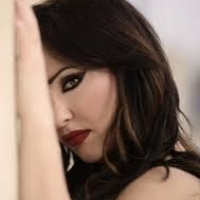 La cantante neomelodica Stefania Lay torna ad emozionare i suoi fans dopo dieci anni di assenza.