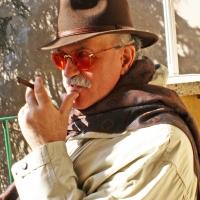 Intervista al pittore Valcarlo Drensi di Spoleto Arte: tra simboli e rebus, la folla di oggi