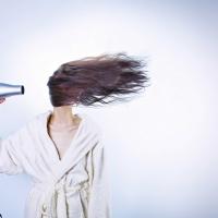 S.o.s. capelli: prendiamocene cura anche senza il nostro parrucchiere