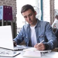 Lezioni ed esami online? Arriva 110 Cum Laude, la Web App che riconosce chi imbroglia e chi è distratto!