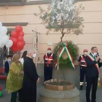 - Brusciano Festa della Repubblica con il Sindaco Peppe Montanile ed il Parroco Don Salvatore Purcaro. (Scritto da Antonio Castaldo)