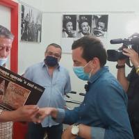 - Pomigliano D'Arco 'E Zezi A. De Falco e S. Ciccarelli intervistati da E. Miglino per TV7 RAI Uno del 12 giugno. (Scritto da Antonio Castaldo)