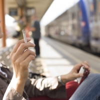 Viaggi, tech, sigarette. A cosa non rinunciano gli italiani