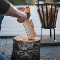 Ascia spaccalegna o coltello da caccia? Cos'è che dovete assolutamente mettere nel vostro zaino prima di andare in escursione?